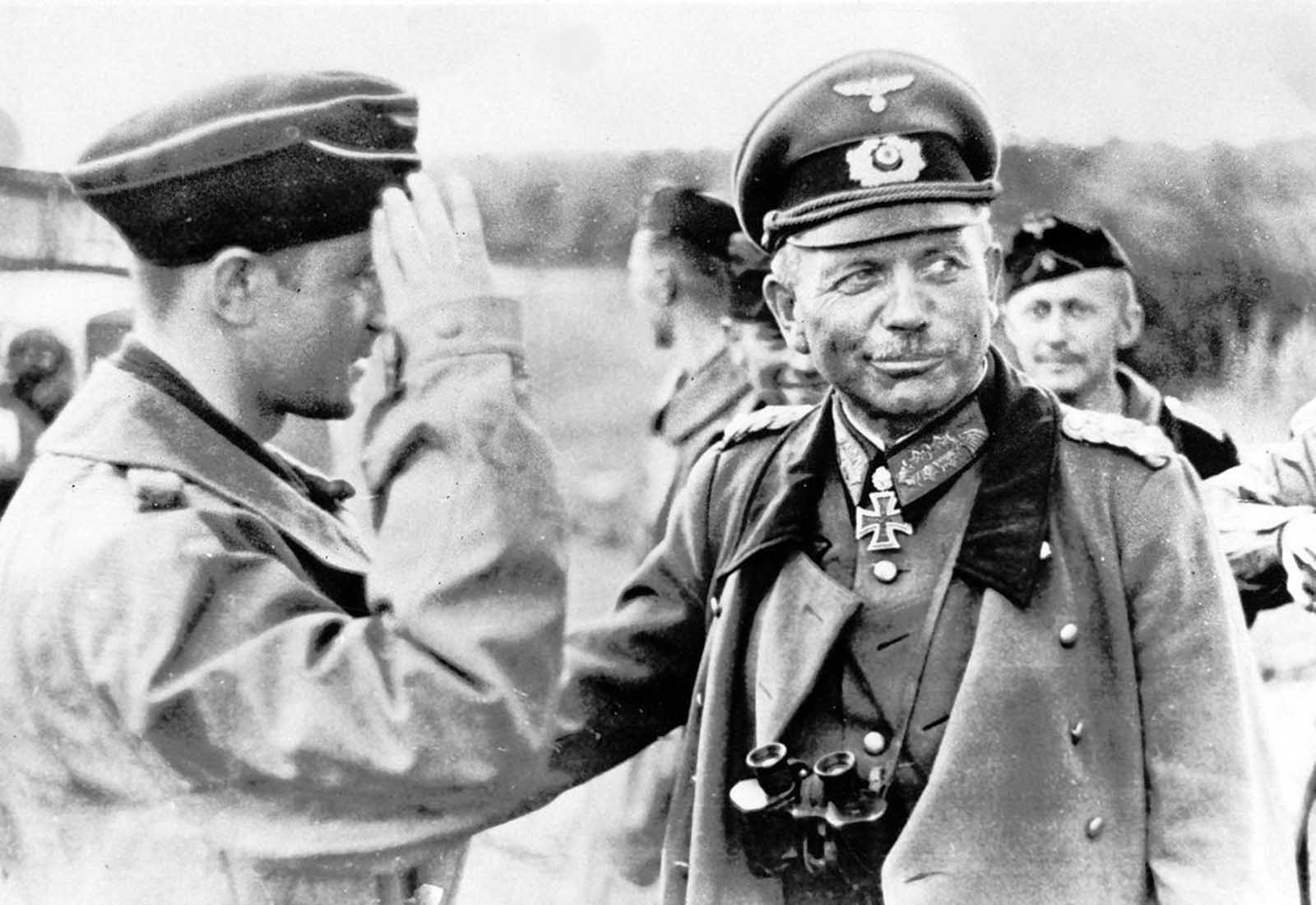 General Heinz Guderian, commander of Germany's Panzergruppe 2, chats with members of a tank crew on the Russian front, on September 3, 1941.