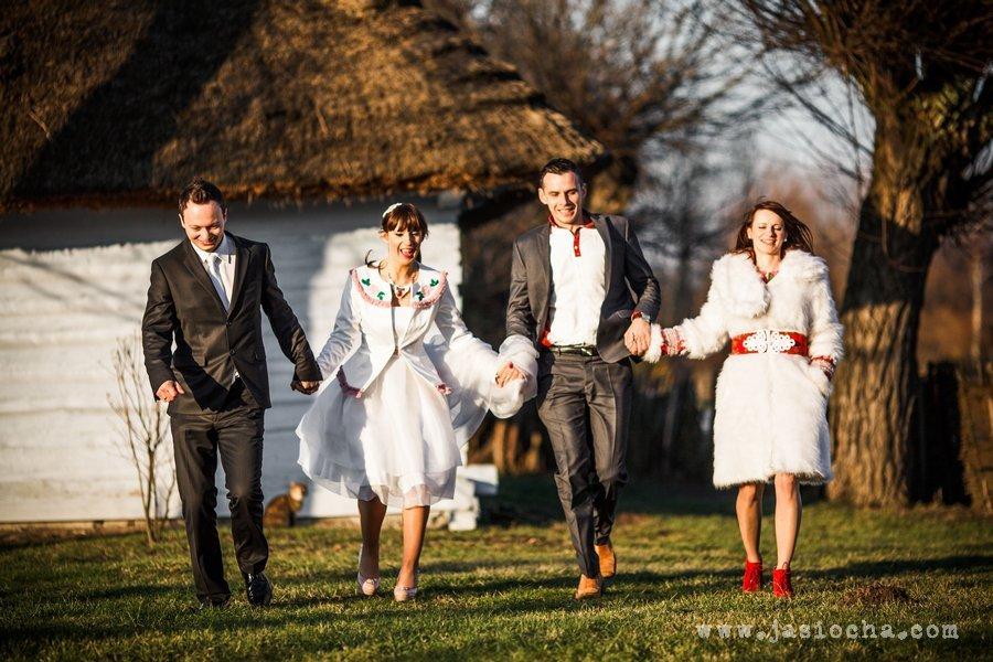 Folkowy, zimowy plener ślubny
