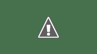 Fotografía de dos ancianos en el pasillo de una residencia
