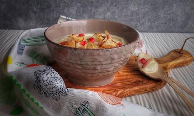 vellutata di sedano rapa con le sue chips e pancetta