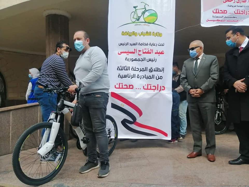 وكيل وزارة الشباب والرياضه بالغربيه  يسلم دراجات المرحله الثالثه من مبادرة دراجتك صحتك  الغربيه
