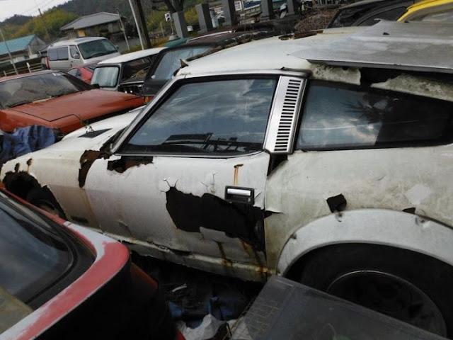 Abandoned Car Graveyard In Japan (60 Pics)
