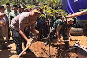 Peduli Lingkungan, Kapolres Ciamis Tanam Pohon di Ponpes Atas Angin