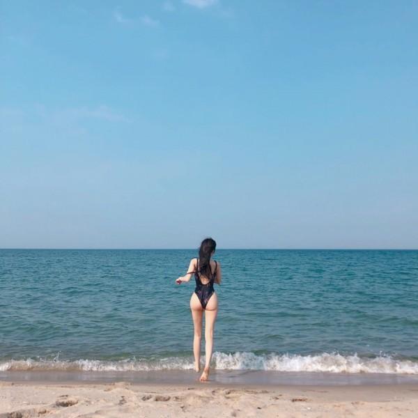 한적한 바닷가에서 - 꾸르