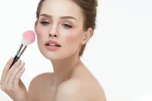 Inilah Manfaat Blush On dan Cara Penggunaannya yang Sesuai dengan Bentuk Wajah