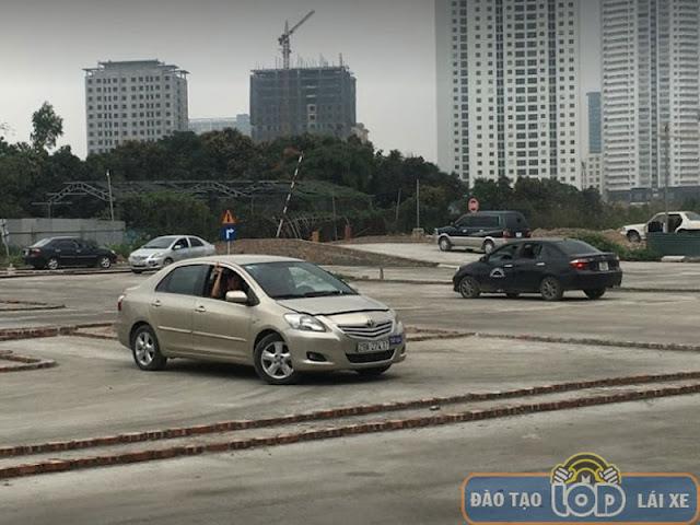 Sân tập lái xe B1, B2, C tại Nguyễn Xiển