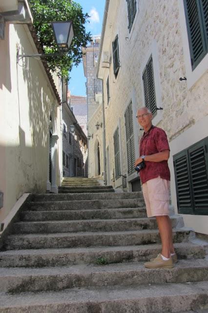 Montenegro, 1000 trappen in Herseq Novi