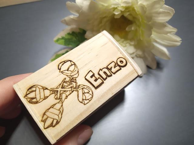 boite en bois avec gravure