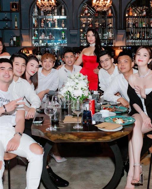 Quỳnh Thư lấn át Ngọc Trinh với đầm cut out nhăm nhe 'lộ hàng'