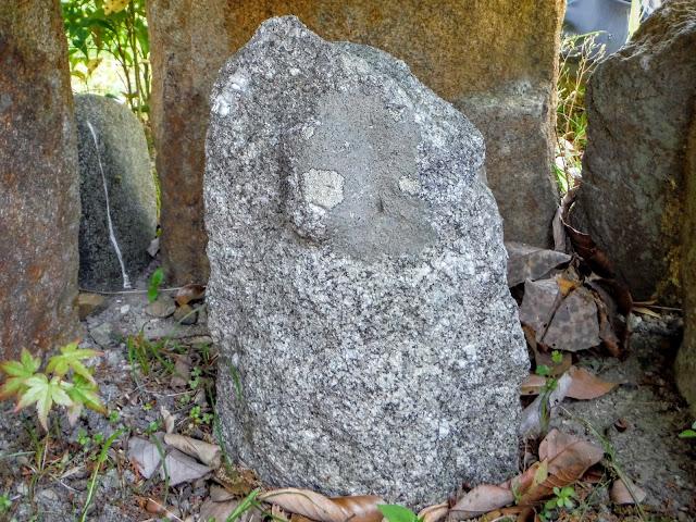 石がん内(小石仏)