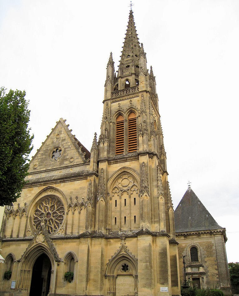 Gothic church in Cadillac town centre. Photo: Ref1.