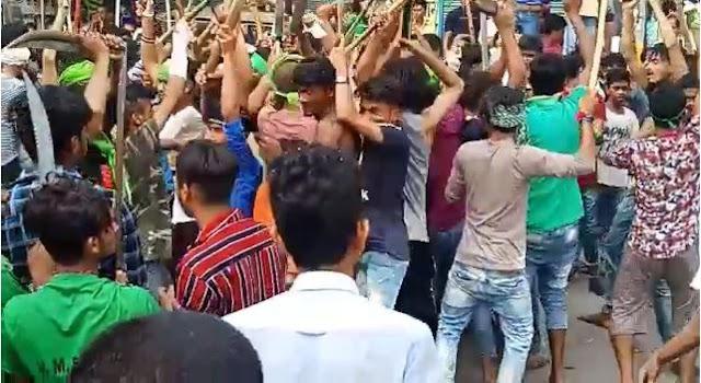 मुहर्रम के जुलुस में युवक ने लहराई पिस्तौल, मूक दर्शक बनी रही पुलिस