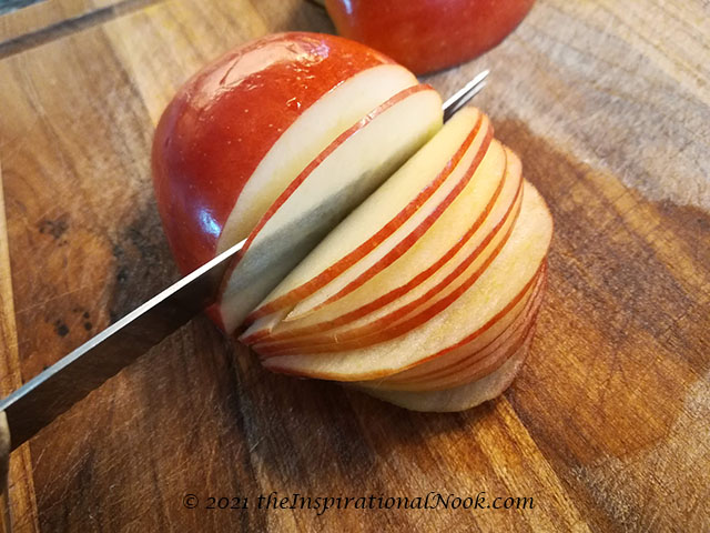 Slicing apples, how to make apple roses