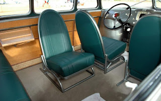 Салон Скарабея имел те решения, которые до сих пор используются в современном автомобилестроении. Поворотные сидения - одна из них