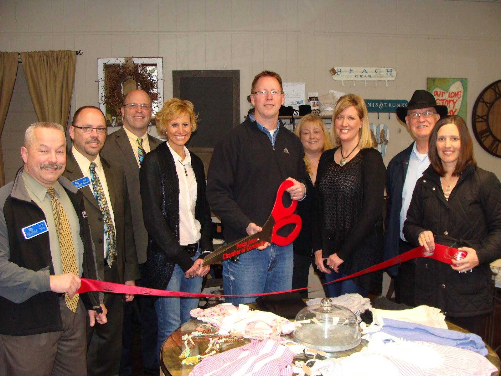 fb4edb0d6723 Representatives of the Pekin Area Chamber of Commerce and the City of Pekin  congratulated Pekin Glass and Mirror on their recent opening of a Gift Shop  in ...