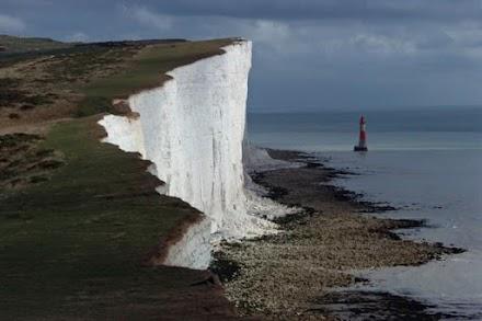 Τα εντυπωσιακά άσπρα βράχια στην Αγγλία