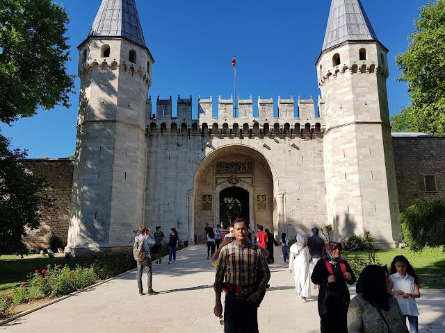 Best Places to Visit in Istanbul, Turkey | Taksim Square, Sultanahmet Square, Blue Mosque, Hagia Sophia, Topkapi Palace, Golden Horn, Galata Tower, Grand Bazaar, Spice Bazaar