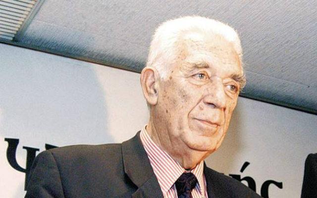 Το νέο βιβλίο του πρώην υπουργού των κυβερνήσεων του ΠΑΣΟΚ Γιάννη Καψή, με τίτλο «Κουβεντιάζοντας με τον Ανδρέα», αποκαλύπτει τις άγνωστες πτυχές της πολιτικής πορείας του Ανδρέα Παπανδρέου και εστιάζει στην υπόθεση της δίκης του στο Ειδικό Δικαστήριο.