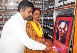 सादगी से मनाया गया डॉ. हैनीमैन का निर्वाण दिवस  | #NayaSaberaNetwork