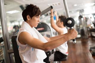Saat peralatan gym harus bergantian dengan member lain