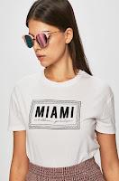 tricouri-si-topuri-pentru-femei-10