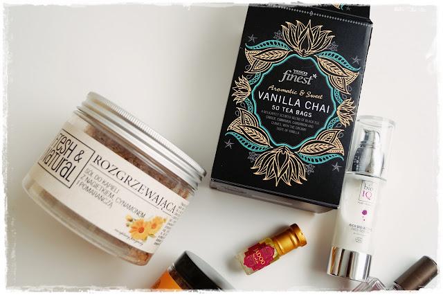 Rozgrzewająca sól do kąpieli Fresh&Natural, Tesco Finest rozgrzewająca herbata Vanilla Chai, Bio IQ serum intensywnie nawilżające