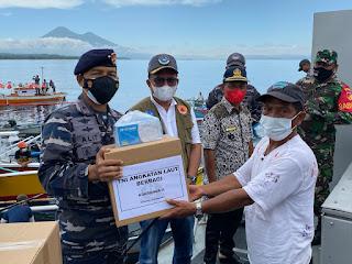 Menyambut HUT Ke 76 TNI AL Berbagi Di Perairan Sulawesi Utara