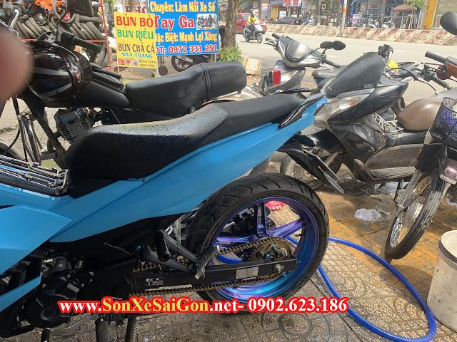 Mẫu sơn xe máy Exciter 150 màu xanh biển mâm titan ánh tím tại TP.HCM