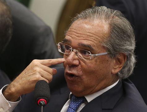 CCJ da Câmara encerra sessão após confusão envolvendo Guedes e deputado