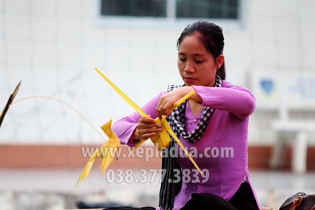 Nghệ nhân xếp lá dừa Hà Tho ‐ Xếp lá dừa nghệ thuật