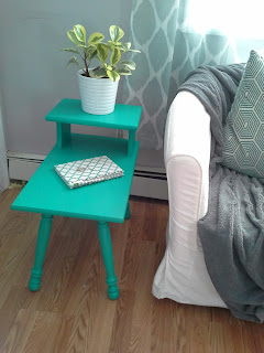 pantone emerald green step side table
