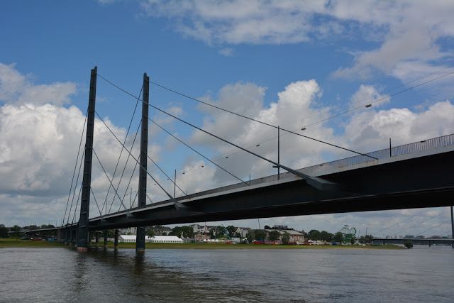 Rhein Promenade Dusseldorf bridge