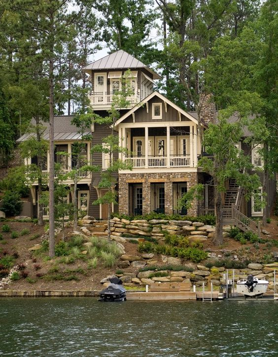 The pink clutch lake house perfection for Lakehouse homes