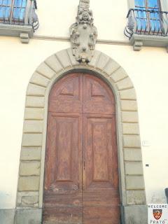 Immagine del Portone e Stemma Mediceo del Palazzo