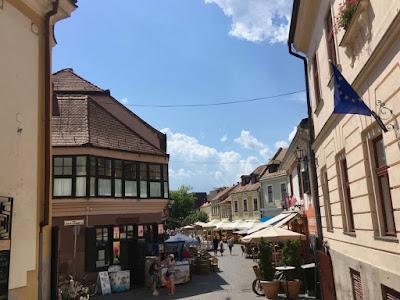 Eger ulica na starym mieście w kierunku rynku