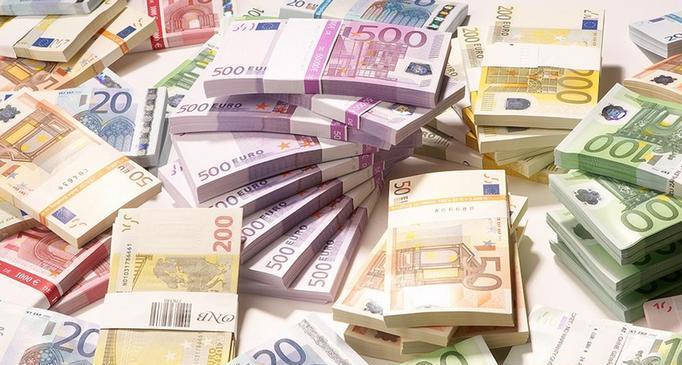 إيطاليا تلقي القبض على مغربي بحوزته مبالغ ضخمة من الأورو يتجه بها صوب المغرب