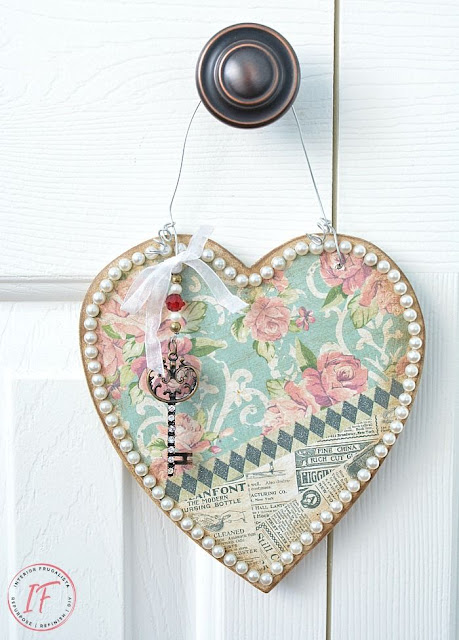 How to make a vintage style Valentine door hanger.