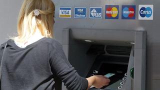 ΑΤΜ: Προμήθεια-«φωτιά» για αναλήψεις από μηχανήματα άλλων τραπεζών