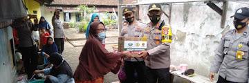 Kapolres Cilegon Dan Seluruh Polsek Jajaran, Memberikan Bantuan Sembako Untuk Masyarakat Terdampak Banjir