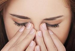 Göz seğirmesi neden olur? Nasıl geçer?