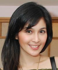 Sandra Dewi : Selebriti Yang Aktif Ngeblog