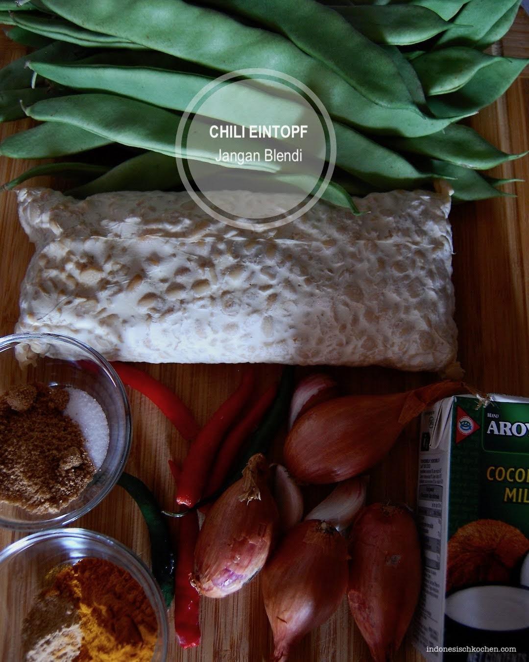 Veganer Chili Eintopf mit Tempeh und Stangenbohnen