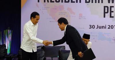 Terima Keputusan KPU, Habiburokhman Terlihat Salami Jokowi