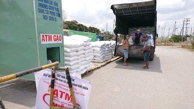 Cung cấp gạo từ thiện cho chương trình phát tại Vinhomes Grand Park