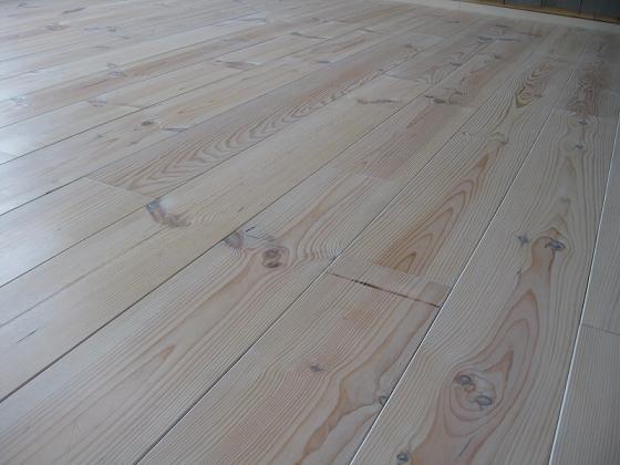 Witte Grenen Vloer : Grenen vloer wit beitsen: houten vloer zelf wit schilderen u bokt