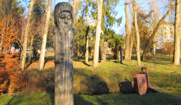 Wooden statue in the park of Ternopil