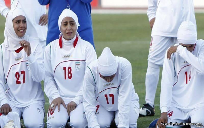 Kisah Bagaimana FIFA Akhirnya Membenarkan Pemain Bola Sepak Wanita Berhijab