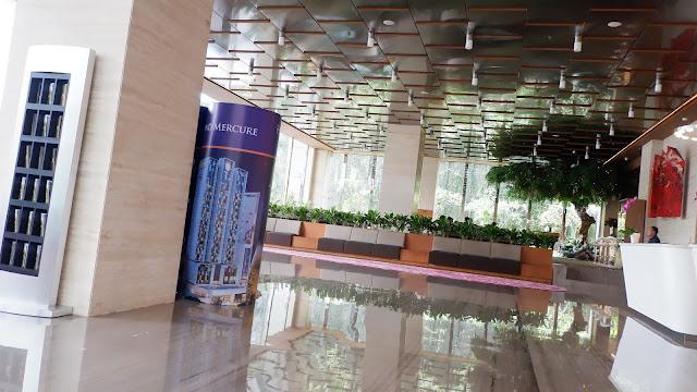 lobi hotel grand mercure yang megah