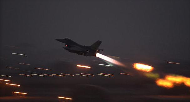 """Em um severo aviso ao presidente da Síria, Bashar Assad, na noite de segunda-feira, a Casa Branca reivindicou evidências """"potenciais"""" de que a Síria estava se preparando para outro ataque de armas químicas"""