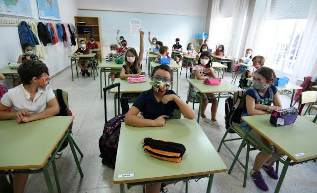 Un total de 52 centros educativos del área sanitaria han registrado positivos